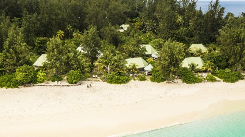 Seychellen-Private-Eilanden-Denis-Private-Island-luchtfoto-cottages