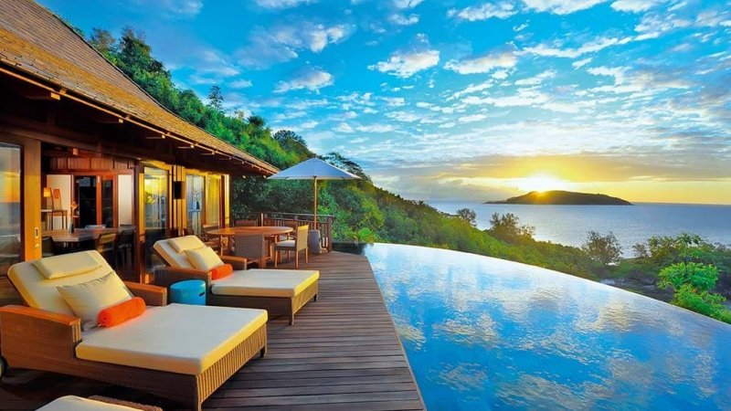 Seychelles-Mahé-Constance-Ephelia-Resort-Presidential-Villa-zwembad