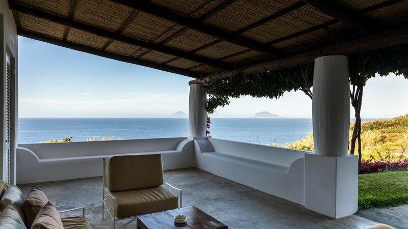 Sicilie-Eolische-Eilanden-Capofaro-Locanda-&-Malvasia-terras