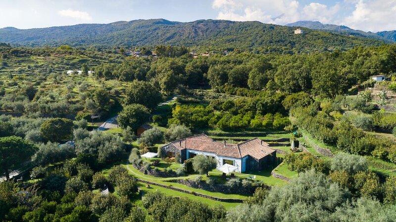 Sicilie-Oost-Sicilie-Monaci-delle-Terre-Nere-luchtfoto
