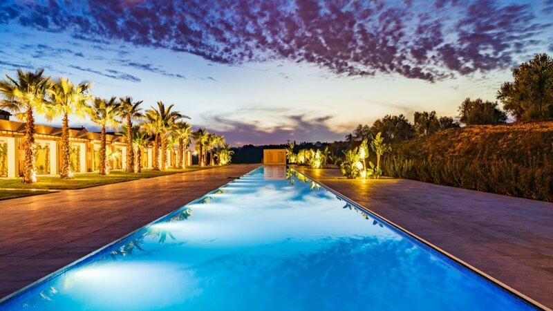 Sicilie-Zuidoost-Sicilie-Il-San-Corrado-di-Noto-zwembad-sfeerbeeld-avond
