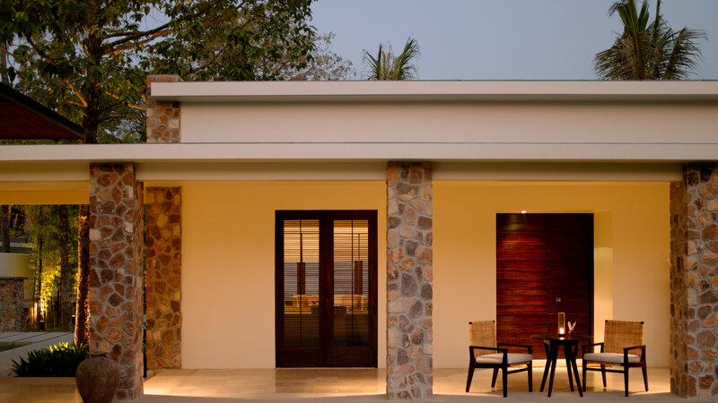Siem-Reap-Amansara-courtyard-room