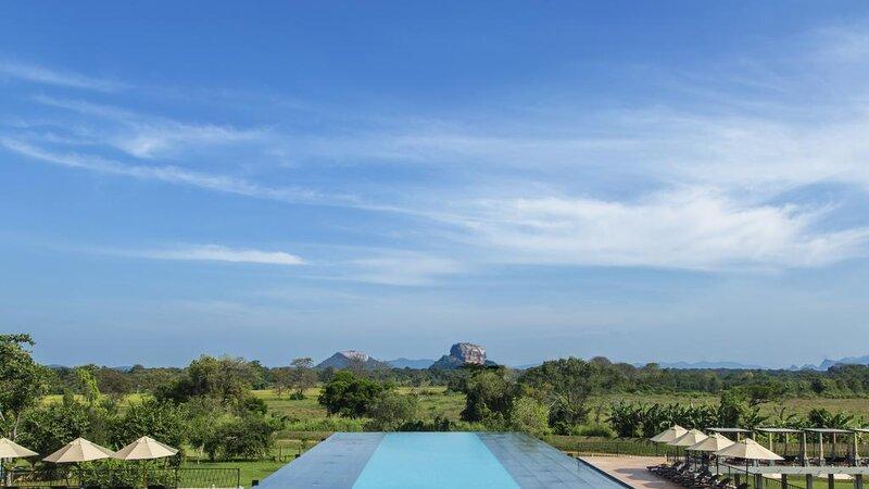 Sigiriya-Aliya-resort-zwembad