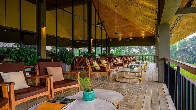 Sri-Lanka-Sigiriya-Hotel-Water-Garden-terras