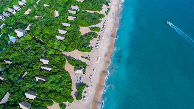 Sri-Lanka-Trincomalee-Jungle-Beach-luchtfoto-met-de-zee
