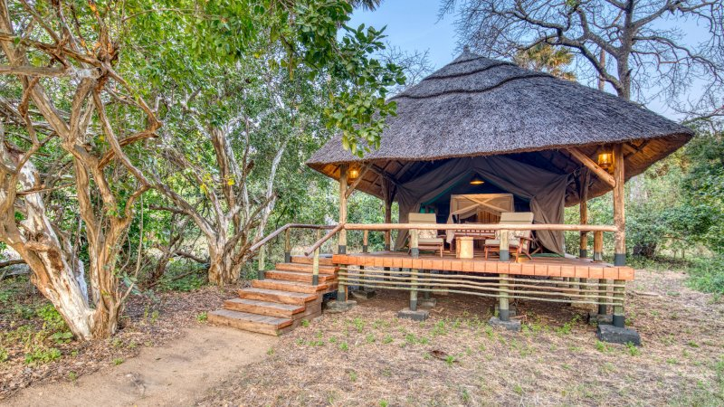 Tanzania-Katavi NP-Mbali-Mbali-Katavi-Lodge-tent-exterieur