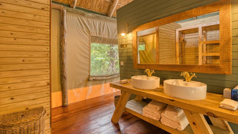 Tanzania-Mahale-Mountains-Mbali-Mbali-Mahale-Lodge-badkamer
