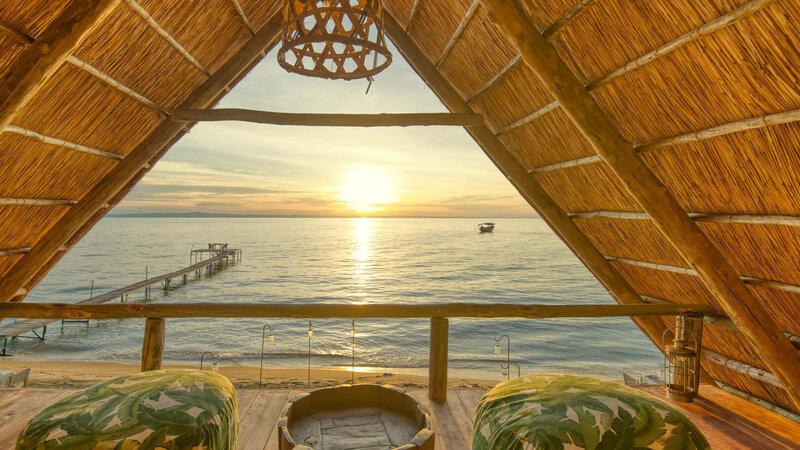 Tanzania-Mahale-Mountains-Mbali-Mbali-Mahale-Lodge-uitzicht-zonsondergang-zee