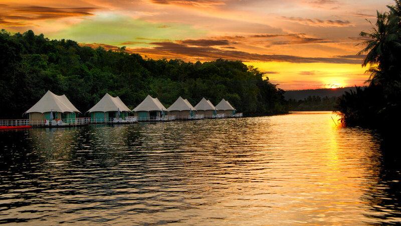 Tatai-4-rivers-floating-lodge-by-night