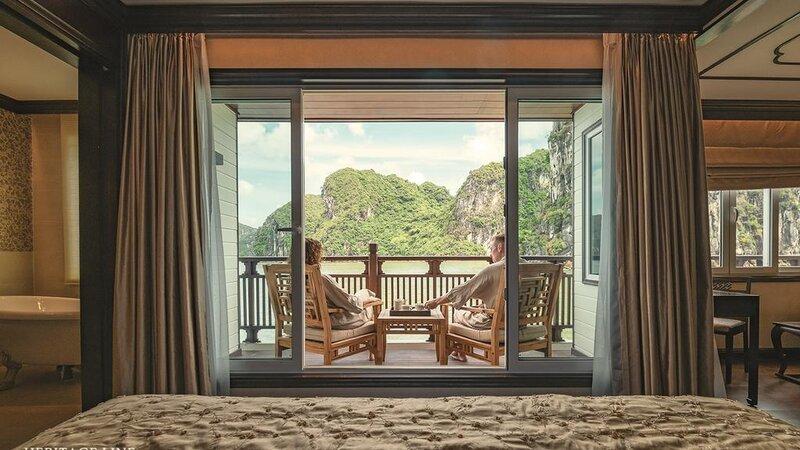Vietnam-Halong-Heritage-Ginger-Line-kajuit-koppel-terras