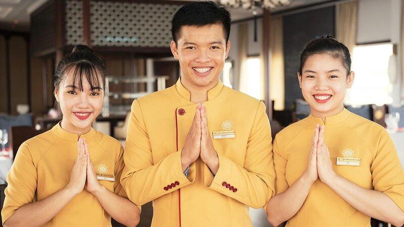 Vietnam-Halong-Heritage-Ginger-Line-personeel