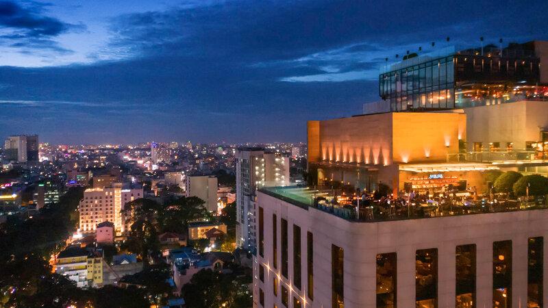 Vietnam-Ho-Chi-Minh-Hotel-Des-Arts-dakterras-avond