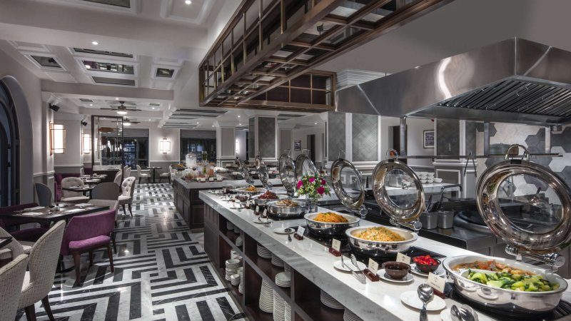 Vietnam-Hoi-An-Royal-Hoi-An-MGallery-Hotel-buffet-restaurant