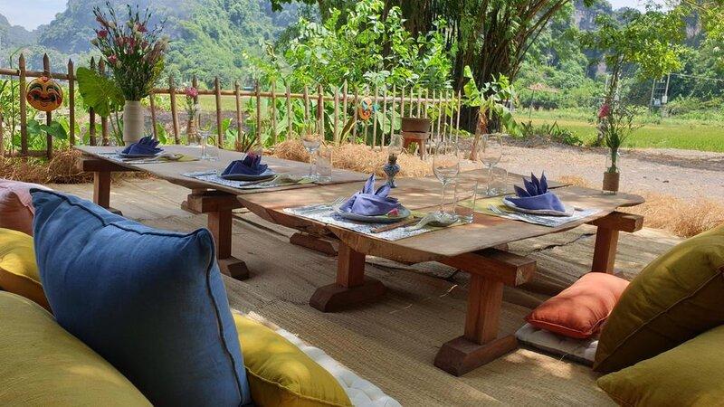 Vietnam-Ninh-Binh-Tam-Coc-Garden-Resort-lunch