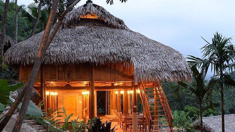 Vietnam-Pu-Luong-Puluong-Nature-Resort-duplex-bungalow-enkel-redactioneel-gebruik