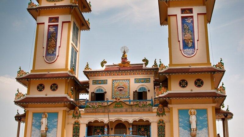 Vietnam-Saigon-Excursie-A-day-cao-dai-temple-cu-chi-tunnels-2