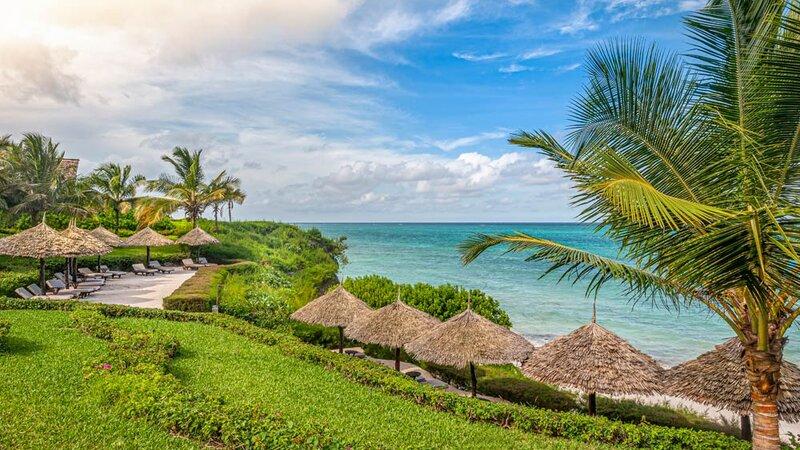 Zanzibar-Zawadi-Hotel-tuin-strand-zee-ligbedden