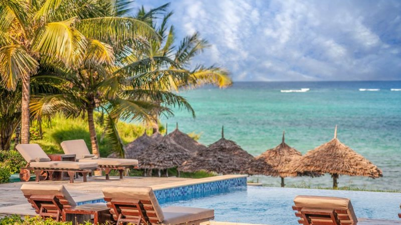Zanzibar-Zawadi-Hotel-zwembad-ligbedden
