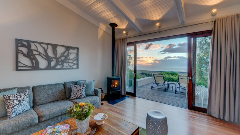 Zuid-Afrika-Rondom-Kaap-Hermanus-hotel-Grootbos-Forest-Lodge-forest-suite-lounge-3