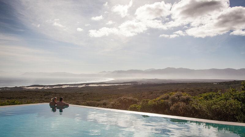 Zuid-Afrika-Rondom-Kaap-Hermanus-hotel-Grootbos-Forest-Lodge-koppel-infinity-zwembad-2