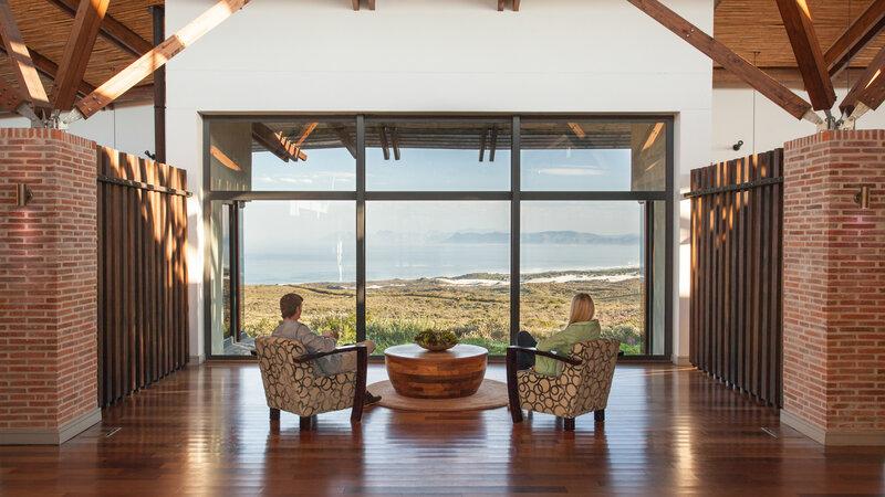 Zuid-Afrika-Rondom-Kaap-Hermanus-hotel-Grootbos-Forest-Lodge-koppel-uitzicht