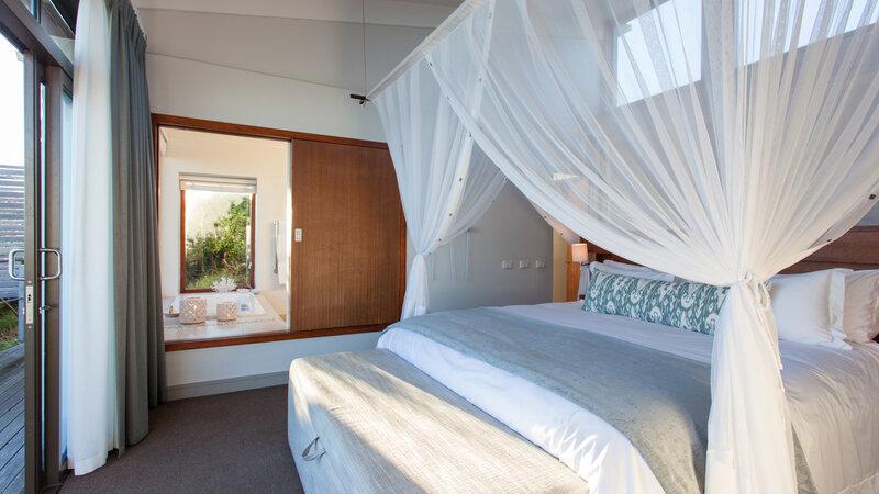 Zuid-Afrika-Rondom-Kaap-Hermanus-hotel-Grootbos-Forest-Lodge-suite-slaapkamer