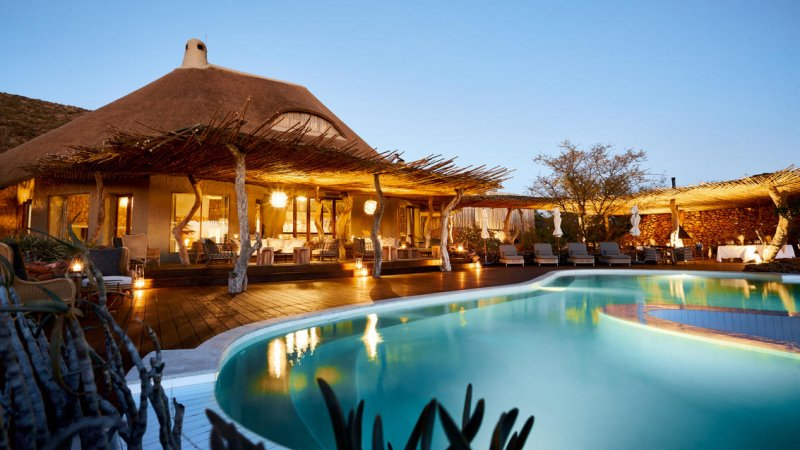 Zuid-Afrika-Tswalu-Kalahari-Private-reserve-the-motse-safarilodge-wetu-zwembad