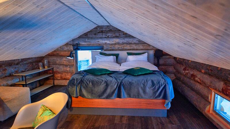 Zweden-Lapland-Gunnarsbyn-Arctic-Retreat-cabin-interieur-bovenverdieping-slaapkamer