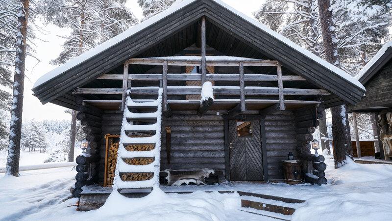 Zweden-Lapland-Gunnarsbyn-Arctic-Retreat-water-cabin-familie