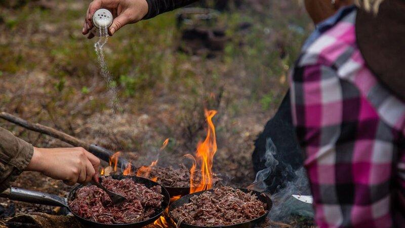 Zweden-Lapland-Harads-Treehotel-zomer-kampvuur