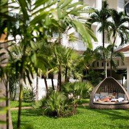 Cambodia-Siem-Reap-The-Raffles-Grand-Hotel-Angkor-tuin
