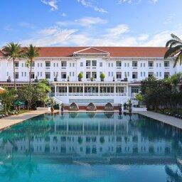 Cambodia-Siem-Reap-The-Raffles-Grand-Hotel-Angkor-zwembad