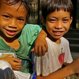 Cambodja-algemeen-lachende kindjes