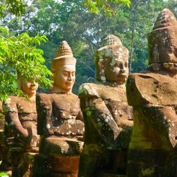 Cambodja-algemeen-stenen Boeddha beelden