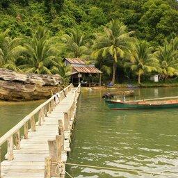 Cambodja-algemeen-wandelpad over water