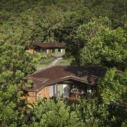 Costa-Rica-Central-Valley-Hotel-El-Silencio-Lodge-huisjes-in-de-natuur