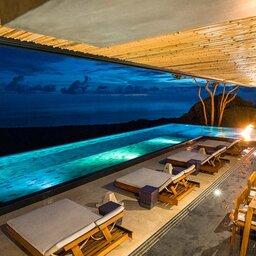 Costa-Rica-Uvita-Hotel-Kura-Design-Villas-zwembad-restaurant