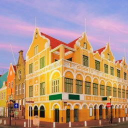 Curaçao-Willemstad-downtown bij schemering