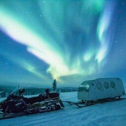 Finland-Lapland-Ivalo-wilderness-hotel-Inari-aurora-verwarmde-slee