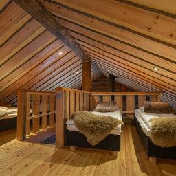 Finland-Lapland-Ivalo-wilderness-hotel-Inari-log-cabin-blokhut-bovenverdieping