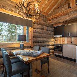 Finland-Lapland-Ivalo-wilderness-hotel-Inari-log-cabin-blokhut-kitchenette