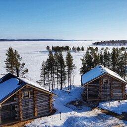 Finland-Lapland-Ivalo-wilderness-hotel-Inari-log-cabin-luchtfoto