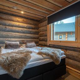 Finland-Lapland-Ivalo-wilderness-hotel-Inari-log-cabin-slaapkamer