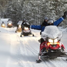 Finland-Lapland-Ivalo-wilderness-hotel-Inari-sneeuwscootersafari