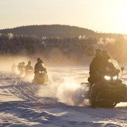 Finland-Lapland-Ivalo-wilderness-hotel-Inari-sneeuwscootersafari3