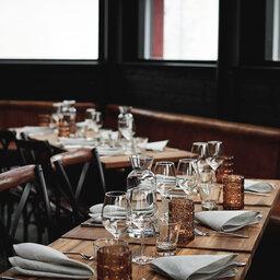 Finland-Lapland-Levi-levin-iglut-golden-crown-aurora-sky-restaurant-tafel