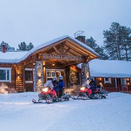 Finland-Lapland-Meltaus-Beana-Laponia-ingang-sneeuwscooter
