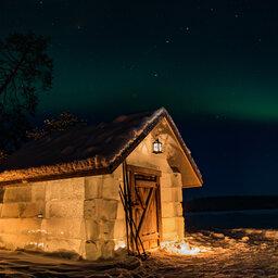 Finland-Lapland-Rovaniemi-Apukka-resort-ice-cabin-buitenaanzicht-noorderlicht