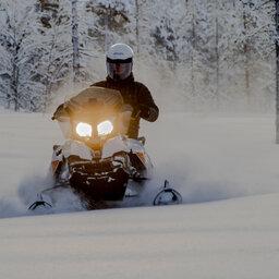 Finland-Lapland-Saariselka-Javri-Lodge-sneeuwscooter-safari