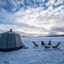 Finland-Lapland-Wilderness-Hotel-Lapland-lake-inari-hut-overdag[1]